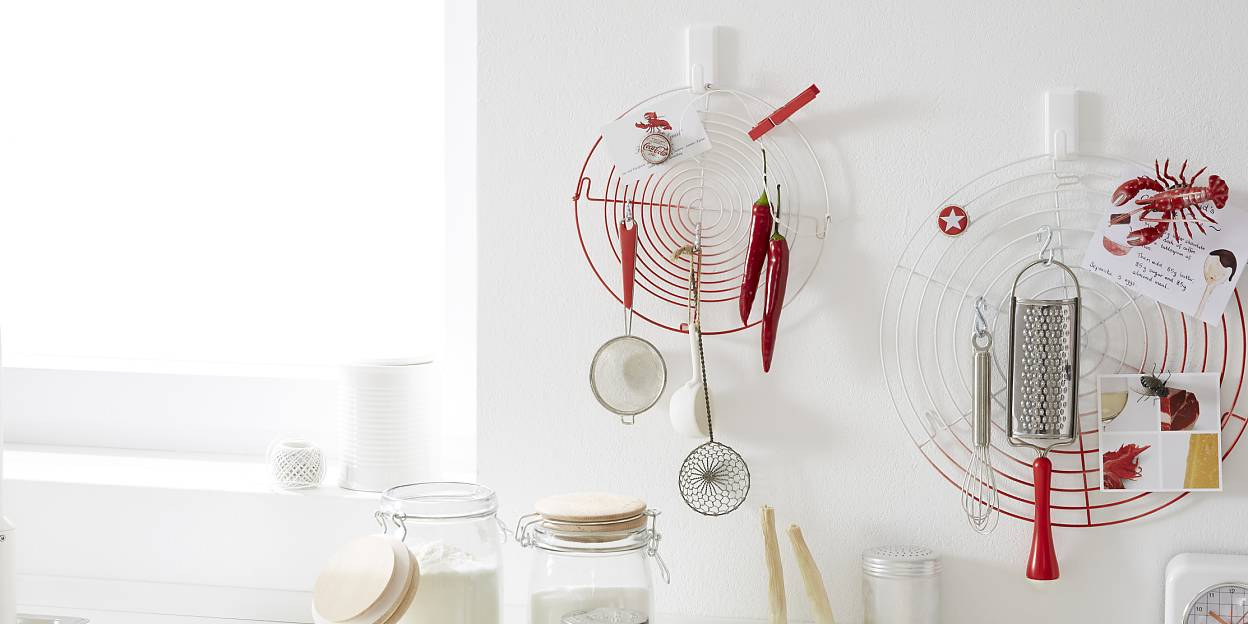 "Simple organizing tips - The cooling rack mounted on the wall hooks ""tesa Powerstrips® Hook LARGE Classic"" is one of the most appreciated interior design ideas."