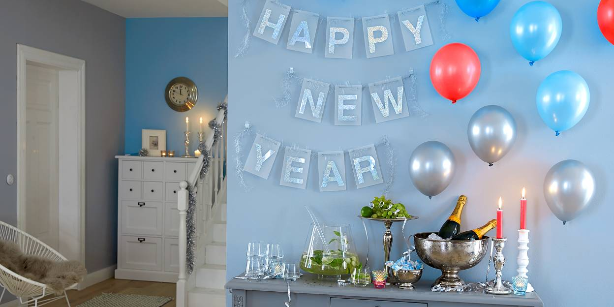 Make a wish – for a happy new year! The festooabove the bar shimmers in all colors thanks to holographic film. Just like the balloons, it is attached with tesa Powerstrips® and can be removed without a trace.