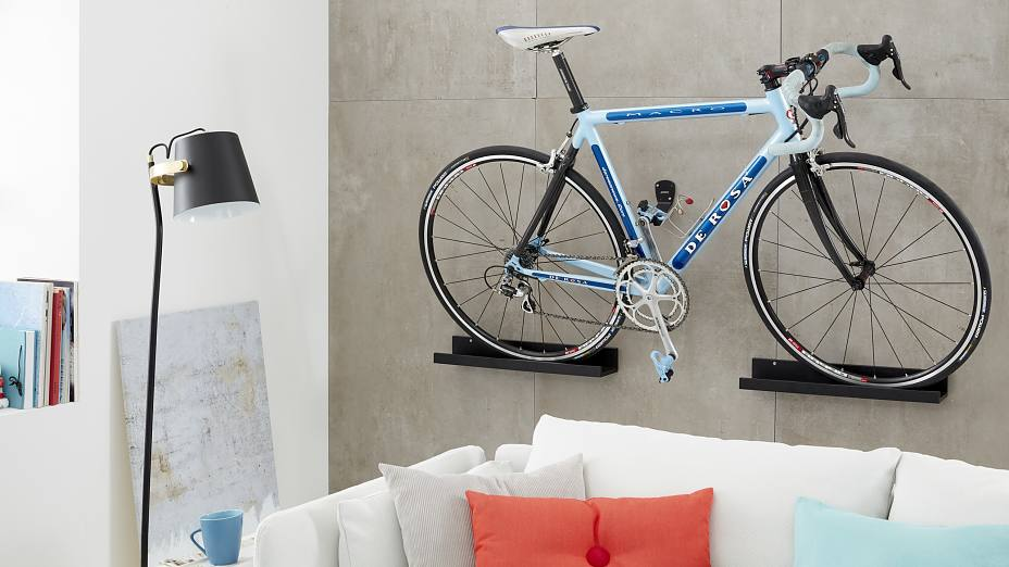 fahrrad an der wand wohn design. Black Bedroom Furniture Sets. Home Design Ideas