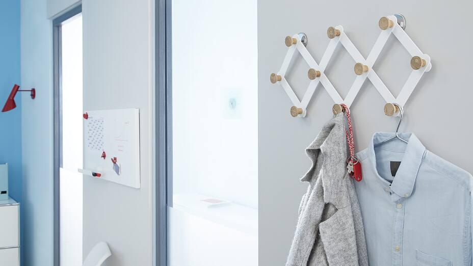 wandgarderobe befestigen ohne bohren tesa. Black Bedroom Furniture Sets. Home Design Ideas