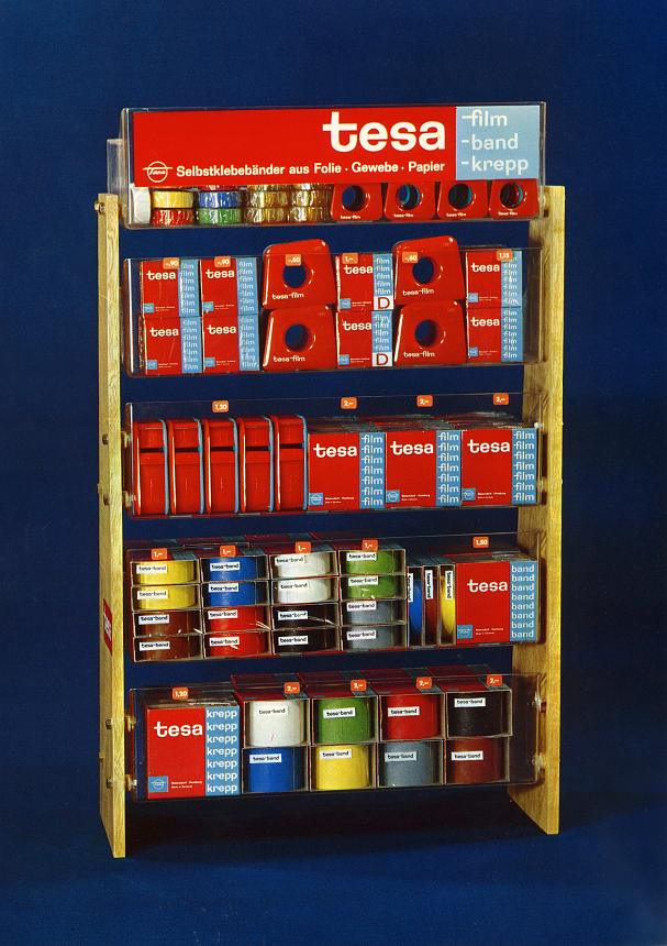 tesa developed special displays to clearly and professionally present its products to DIY enthusiasts in speciality shops.