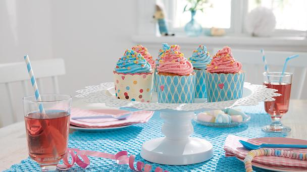 tesa Powerbond® INDOOR can be used for so much more than mounting pictures. Use it to create your own cake stand and show off your home-made muffins in style.