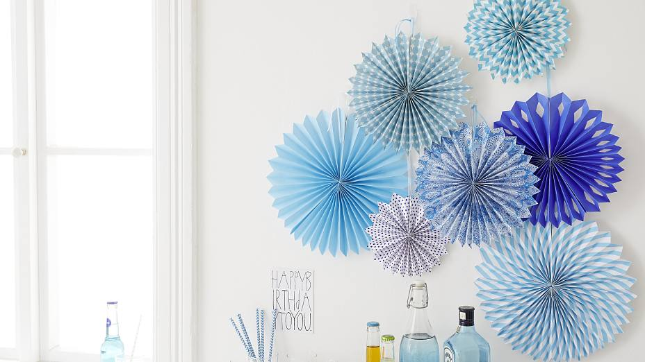 "Interior decorating: The birthday party decorations ""paper rosettes"" are easily mounted with the picture hangers tesa Powerstrips® Transparent DECO Hooks."