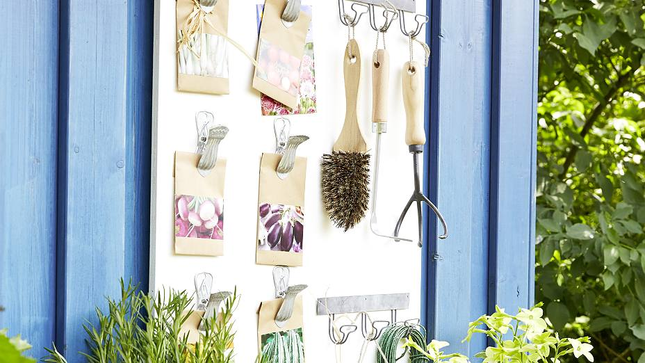 Keep your packets of seeds, and garden tools, in perfect order by arranging them on a white-varnished wooden board. Ultra strong double-sided tape can be used to fix decorative metal clasps and metal hook strips firmly in place.