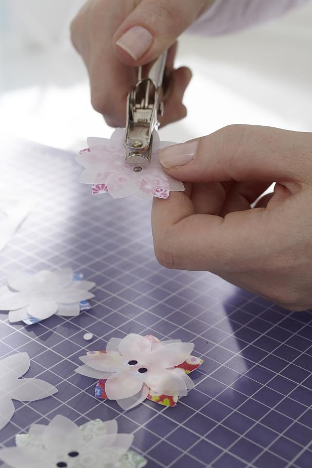DIY Paper lantern / Step 5: Flowers