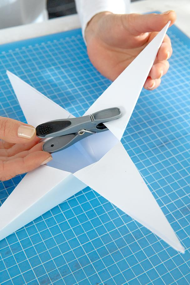 DIY Paper Stars / Step 10: Set with a clothespin