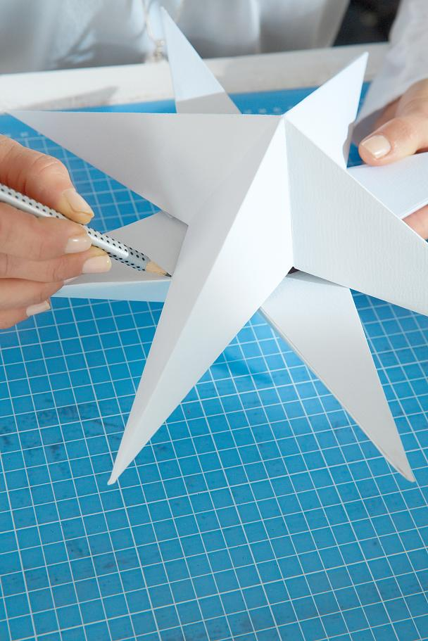 DIY Paper Stars / Step 12: Mark cutting points