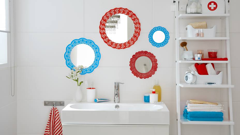 Lacy mirror for the bath
