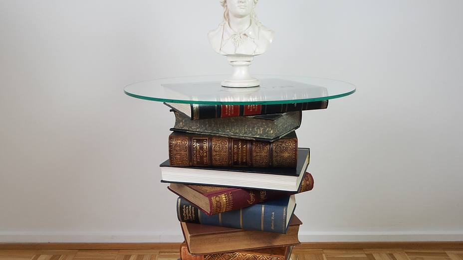 Book table created using tesa® Powerbond INDOOR and tesa® Powerbond TRANSPARENT double-sided adhesive tapes