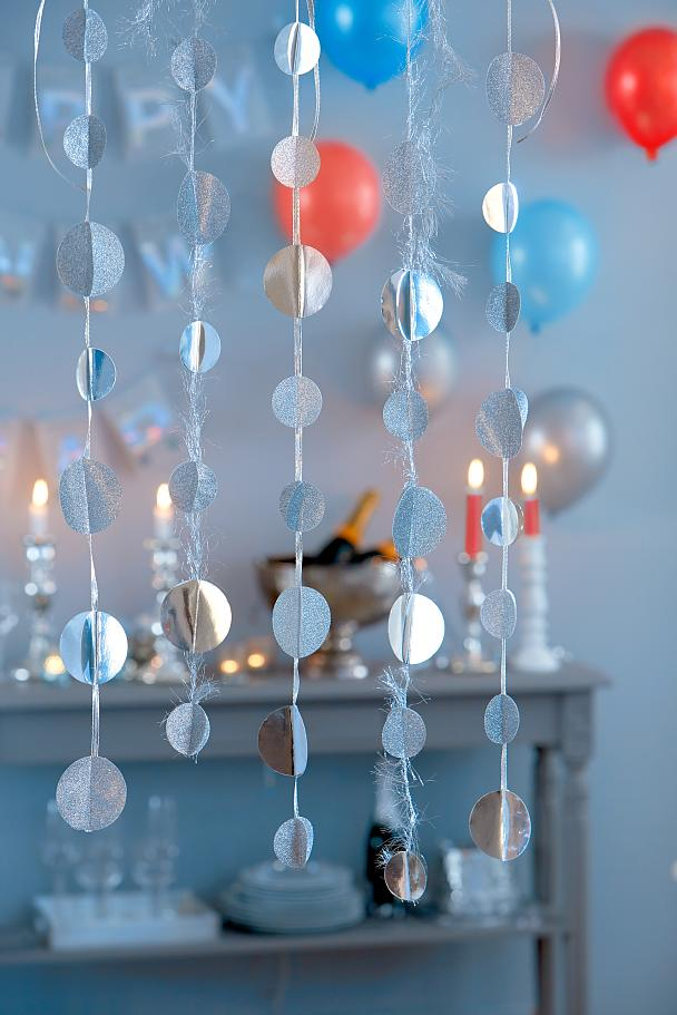 Final sparkling, glitter garland for your party.