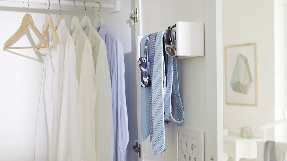 Too many ties and nowhere to hang them? No problem. Why not convert a spice rack into a handy tie rack? It's quick and easy to make and held securely in place wtih tesa Powerbond® INDOOR.