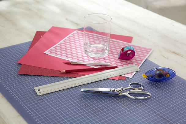 DIY Valentine's Day Lanterns / Step 1: This is what is needed