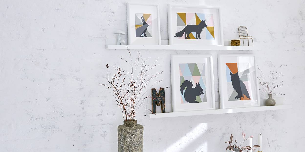 Most of the times, wild animals leave nothing more than shadows. Easier: Cut out their silhouettes, glue them to geometrically patterned surfaces, frame them and hang the pictures on the wall.