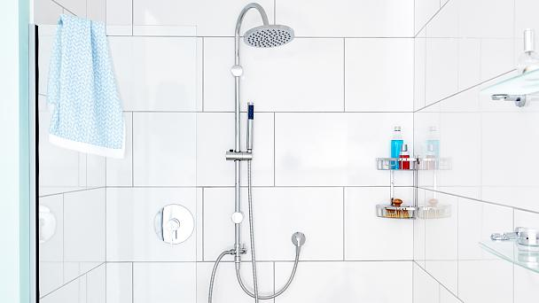 Store your shower supplies close to you: all in one place and out of your way at the same time.