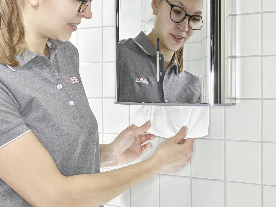 tesa-powerkit-towel-dispenser-for-professional-cleaning-hygiene-industry-step5of7