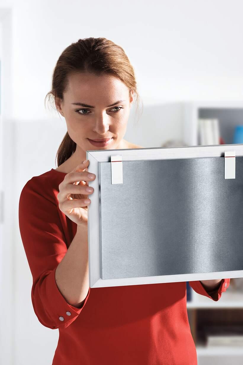 Resistentes tiras adhesivas de montaje para colgar objetos de la casa directamente en la pared.