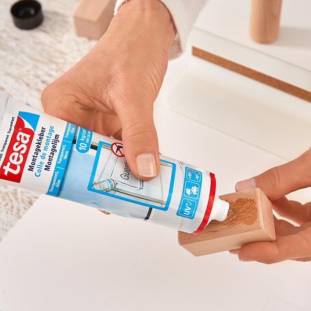 Using tesa® Mounting Glue for Transparent & Glass to make a key holder for the wall.