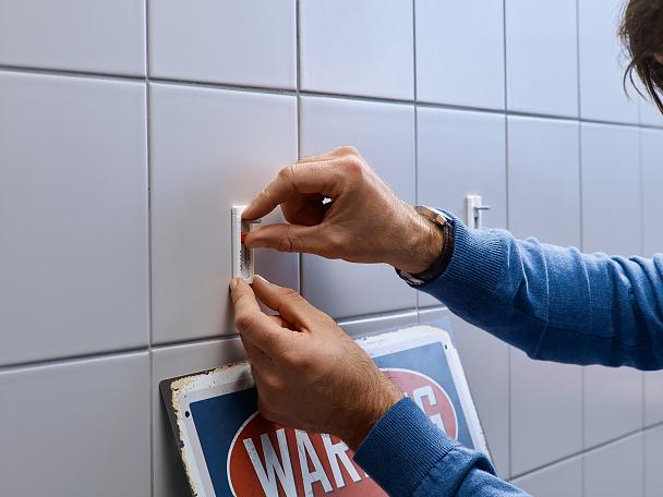 Adjusting tesa® Adjustable Adhesive Screws for Tiles & Metal 3kg.