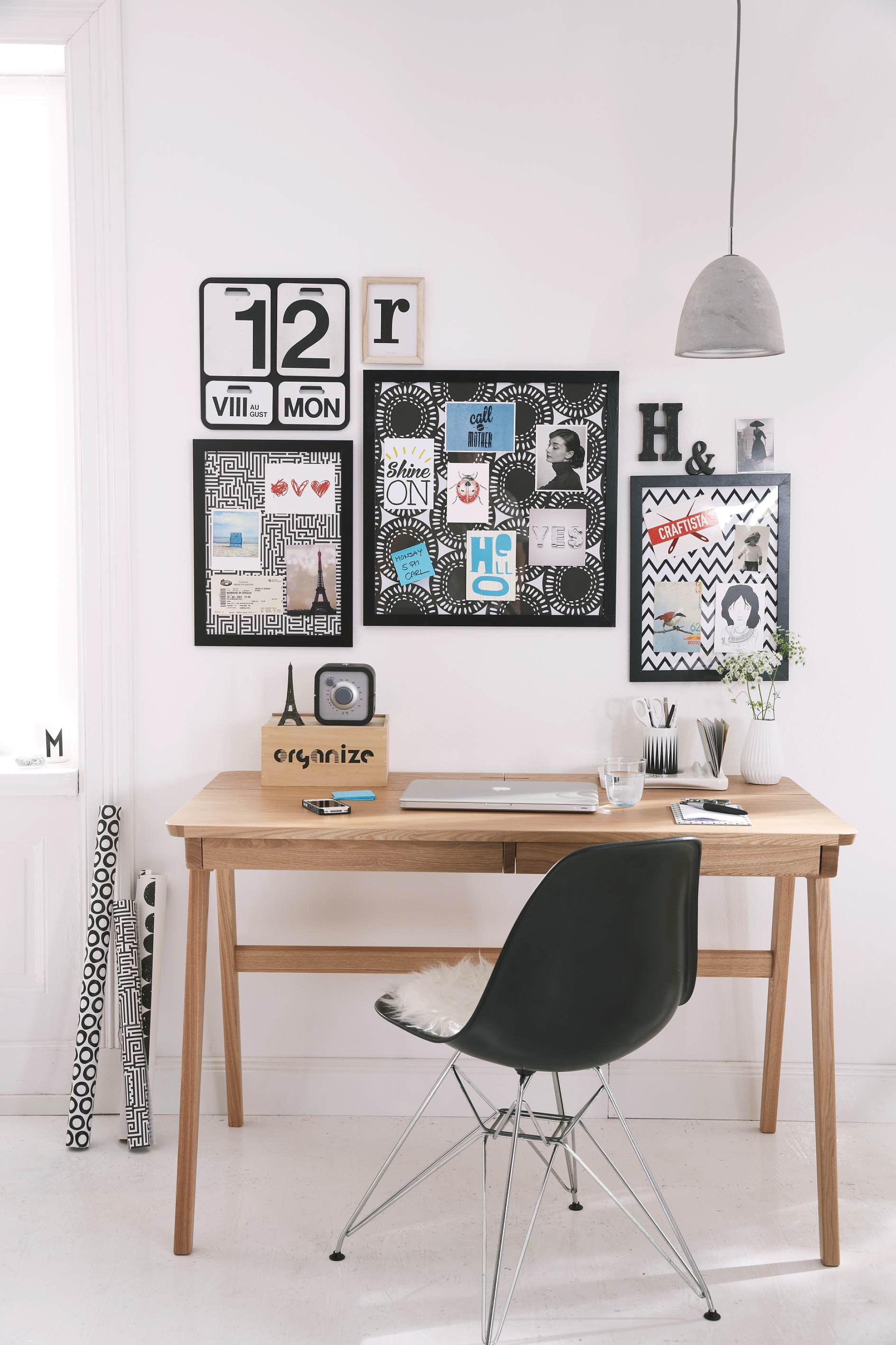 memoboard aus bilderrahmen tesa. Black Bedroom Furniture Sets. Home Design Ideas