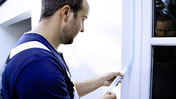 Professional weather- and UV-resistant exterior painters tape and masking tape for craftsmen.