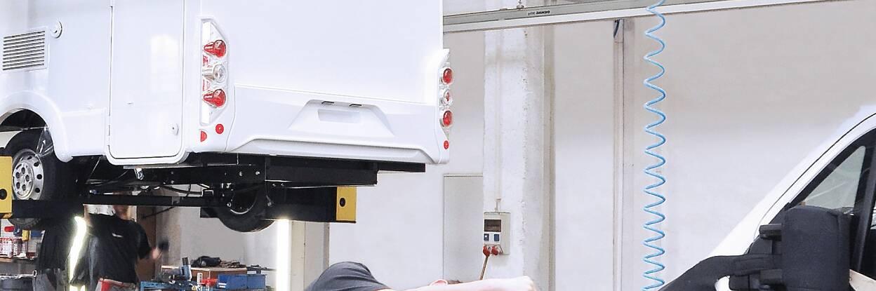 Innovatieve tape-oplossingen voor bedrijfsvoertuigen en speciale voertuigen als vrachtwagens, caravans, voertuigen voor hulpdiensten en landbouw en bouw.